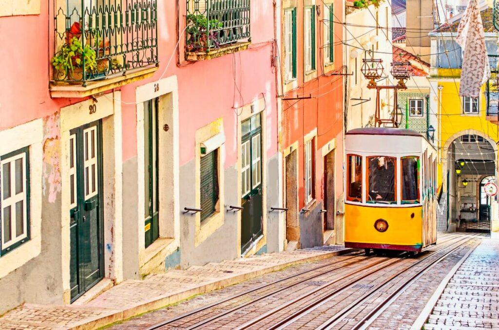 Tram in Portugal Lissabon